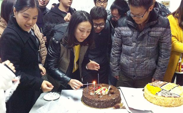 学员与班主任一起度过生日